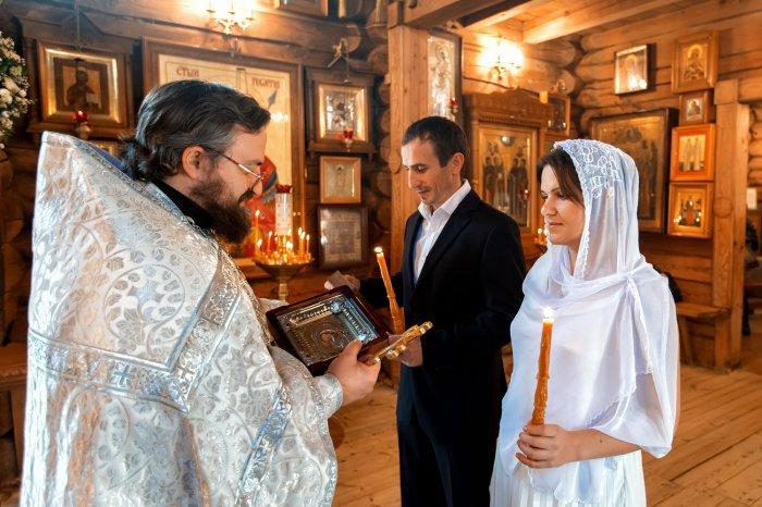 Венчальные кольца (56 фото): какими они должны быть, как выбрать православные и церковные модели с молитвой