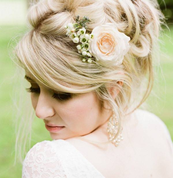 Аксессуары для свадебной прически: от заколок до цветочных венков