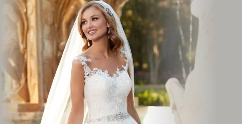 Цветные свадебные платья: трендовые оттенки, советы по выбору и фото стильных нарядов