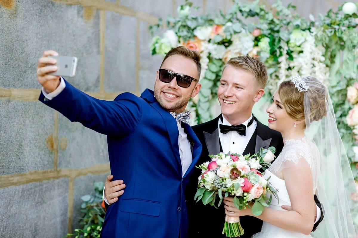 О чём нужно договориться с ведущим свадьбы заранее