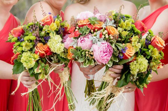 Какие цветы дарить на свадьбу современным парам