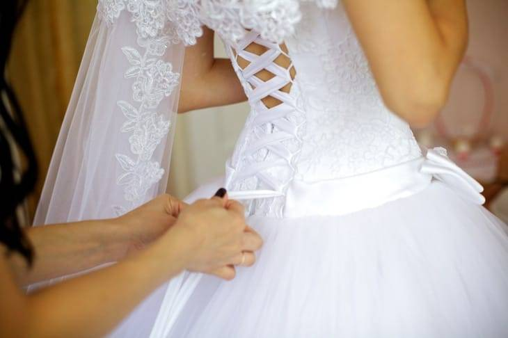 Декоративная шнуровка на платье. как нужно шнуровать свадебное платье – видео-инструкция и фото