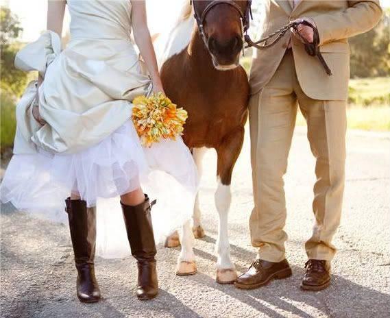 Интересные идеи для свадебной фотосессии осенью: позы, места, реквизит
