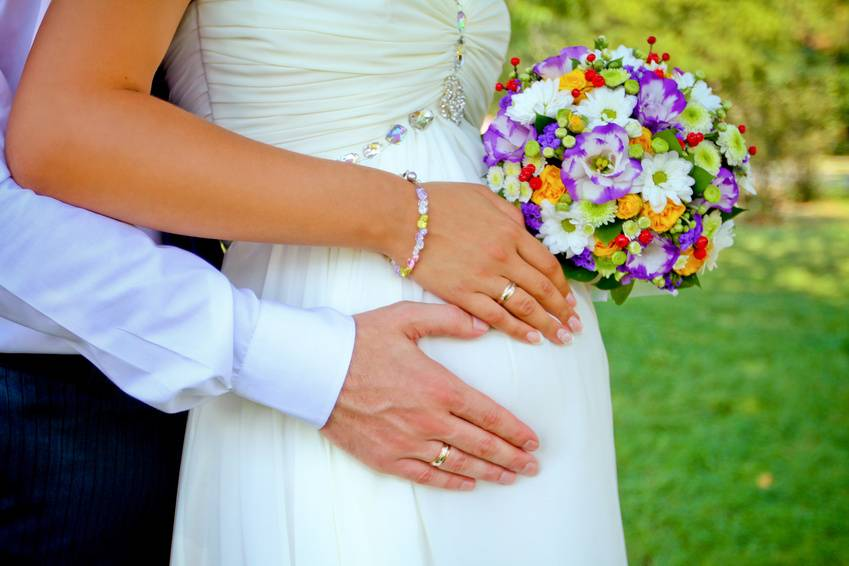 Регистрация брака при беременности: допустимый возраст, на каком сроке можно подать документы и какие данные должны быть в справке от врача?