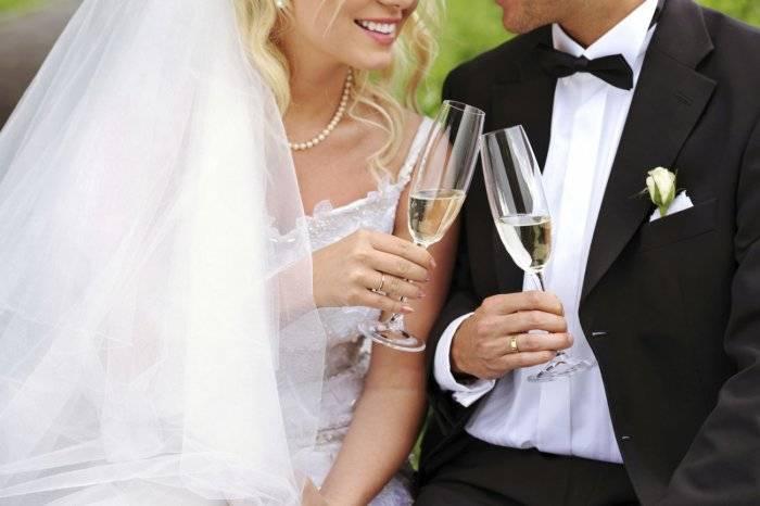Короткие тосты на свадьбу: в стихах и прозе, смешные и серьезные
