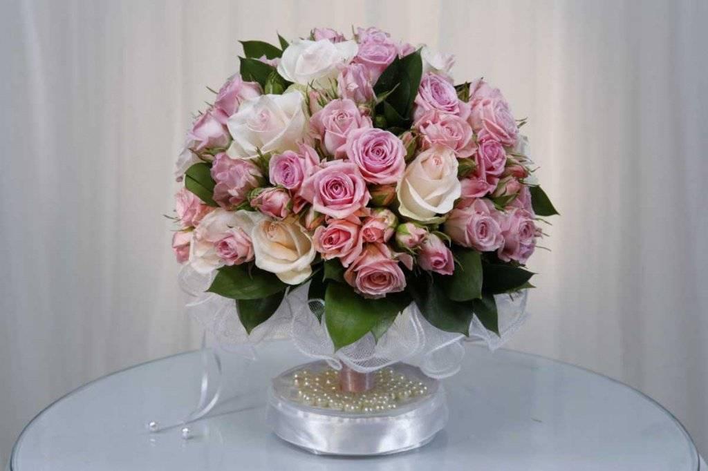 Выбираем цветы в подарок молодоженам на свадьбу: рассказываем главное