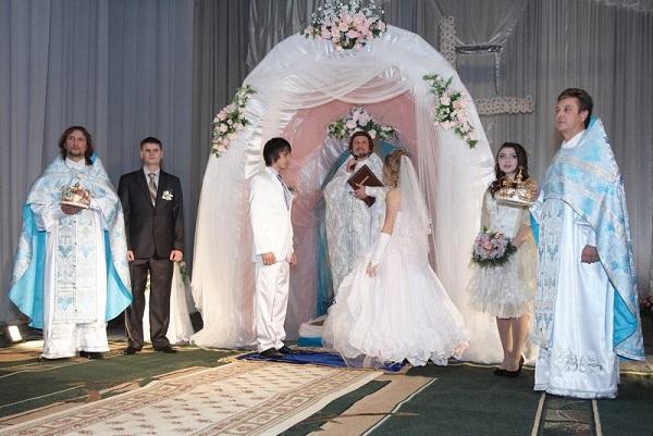 Развенчание церковного брака: процедура и причины