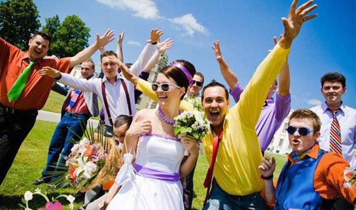 Застольные игры  на свадьбу, прикольные задания, развлечения для семьи и друзей