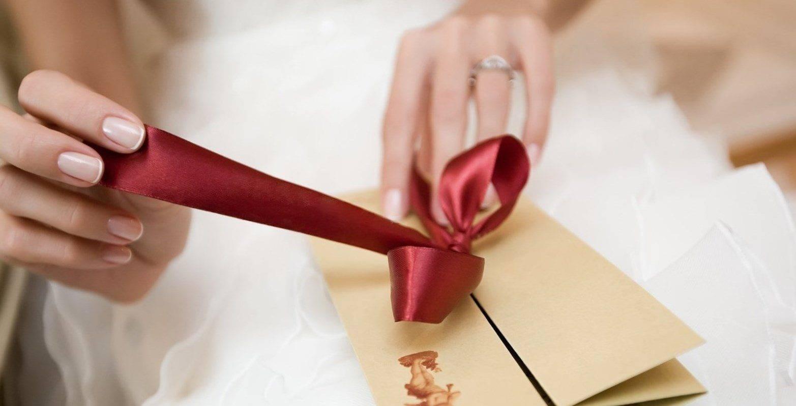 Выбираем недорогие и традиционные подарки для гостей от молодоженов