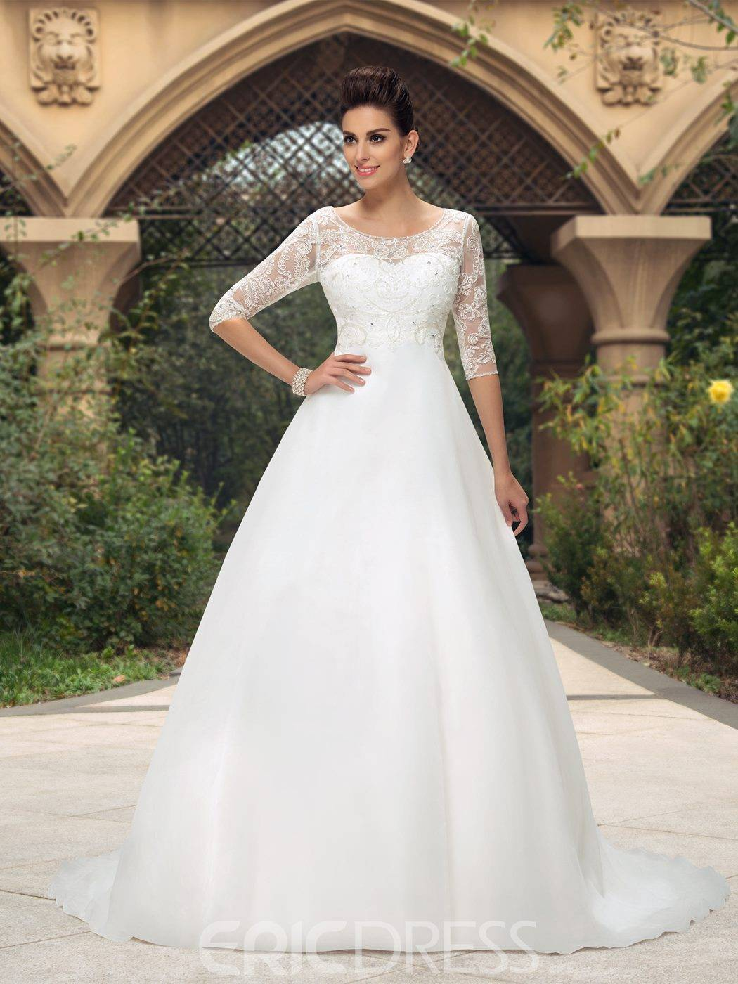 Элегантные свадебные платья – простота и изящество линий