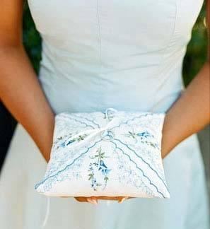 Что дарят на 1 год со дня свадьбы молодожёнам