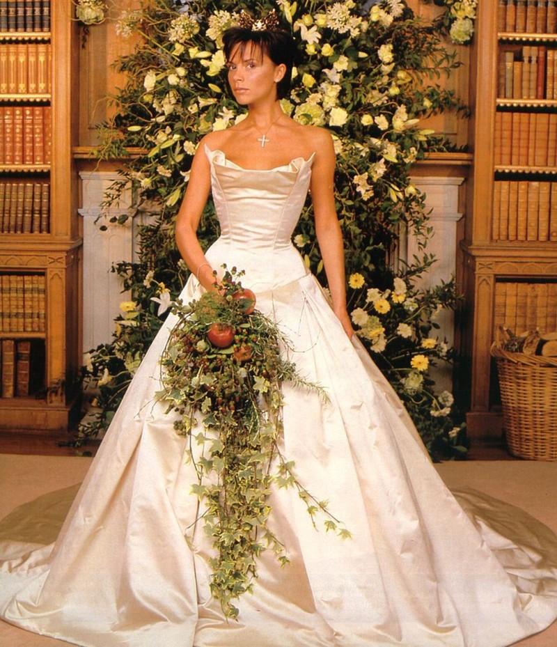 Свадебное платье для 40-летней невесты: фото лучших моделей сезона