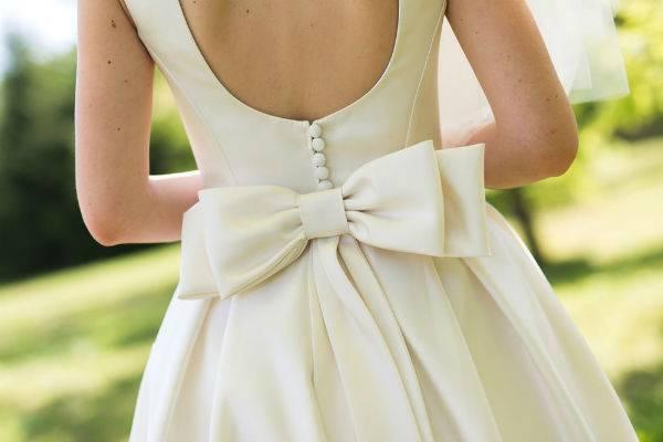 Платье с бантом – как создать оригинальный образ с изюминкой?