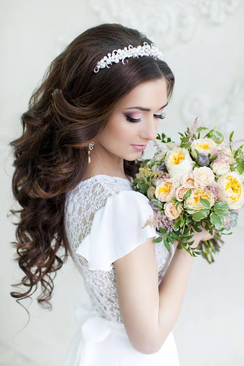 Как правильно подобрать бижутерию к свадебному платью