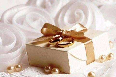Подарок на свадьбу молодоженам от друзей: топ лучших идей, которые обязательно понравятся!