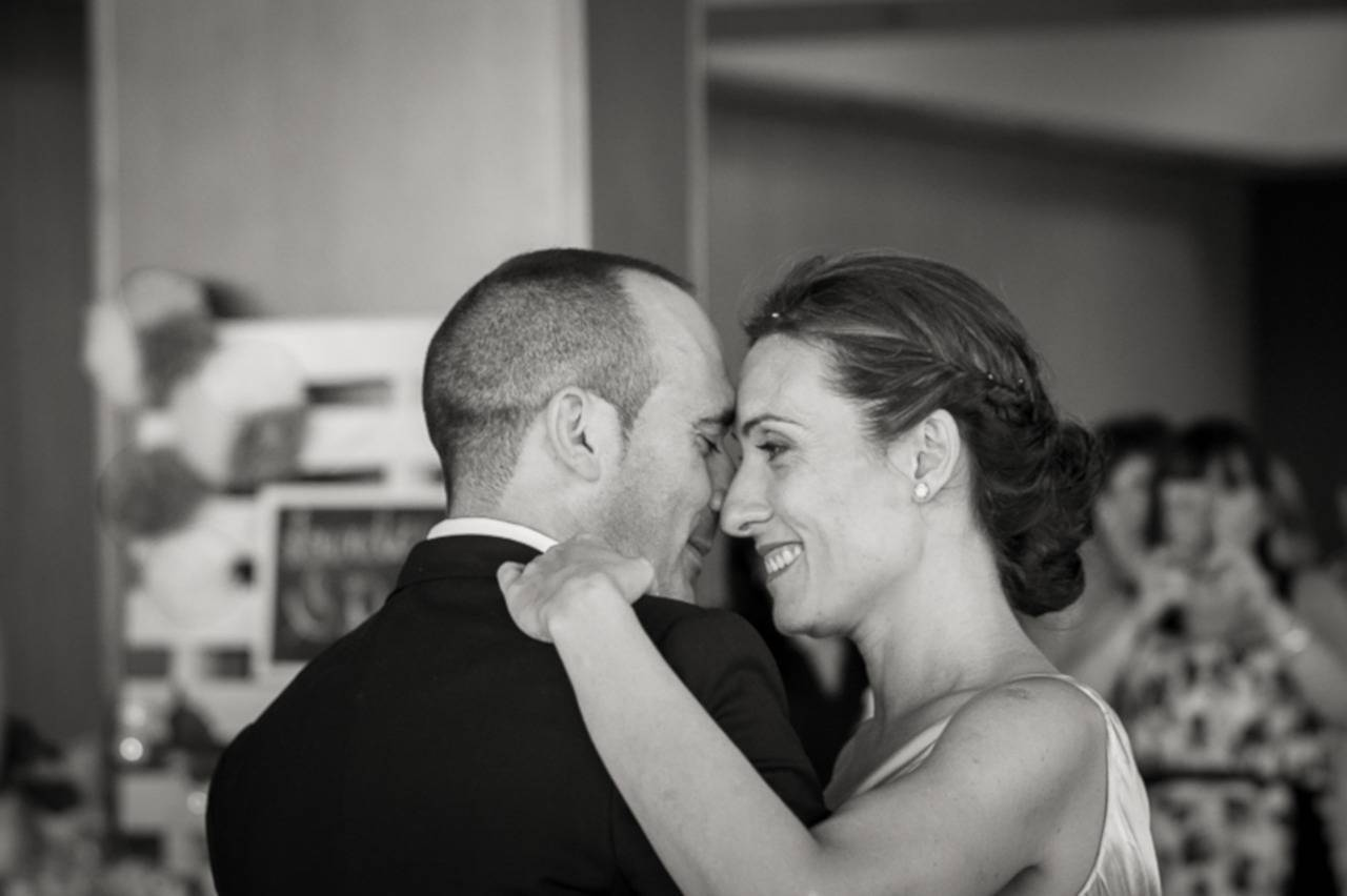 Современные песни на свадьбу: веселые и трогательные