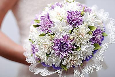 Букет невесты из искусственных цветов: плюсы и минусы композиции, варианты ее создания