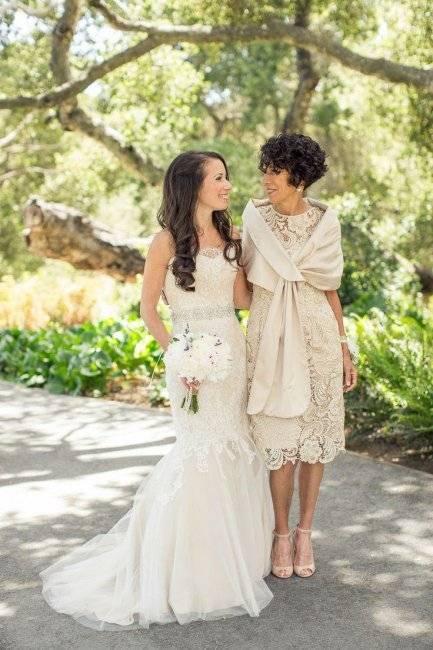 Платье на свадьбу для мамы невесты: красивые вечерние наряды для полных женщин