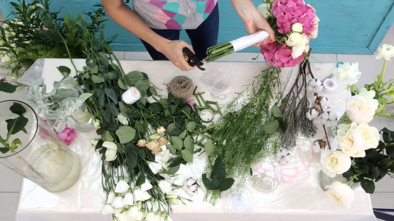 Как сделать браслеты из цветов для подружек невесты?