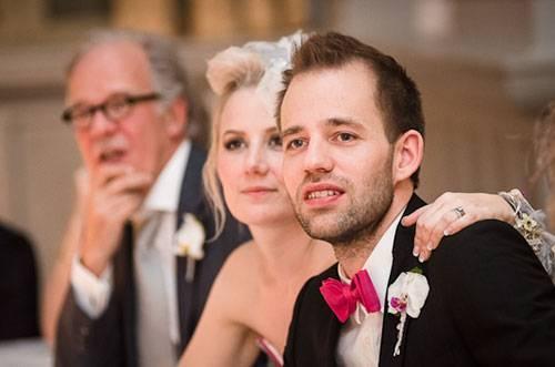 Современные переделанные песни на свадьбу — для молодых от друзей, родителей, родственников, брата, сестры, от невесты жениху, от жениха невесте: лучшая подборка