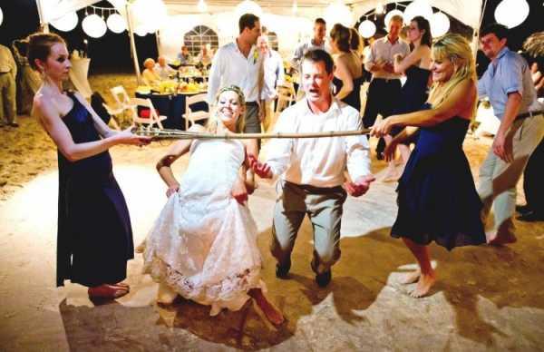 Подарки для конкурсов на свадьбе: что презентовать гостям?