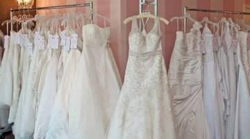 Продать, выкинуть или сжечь: что делать со свадебным платьем, бокалами, фатой и кольцами после развода