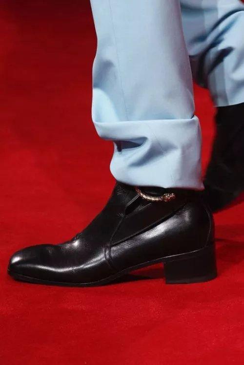 Красные туфли: учимся составлять правильные образы.