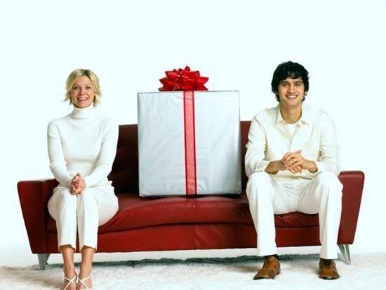 Что подарить на 3 года свадьбы - общие и тематические презенты