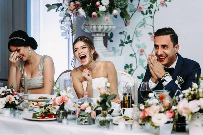 Характеристика гостей для тамады на свадьбу пример. представление гостей, родителей и родственников на свадьбе