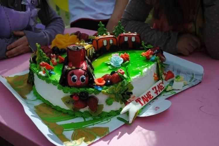 Торт на годовщину свадьбы (75 фото): украшение и оформление кремового десерта из мастики с надписью своими руками