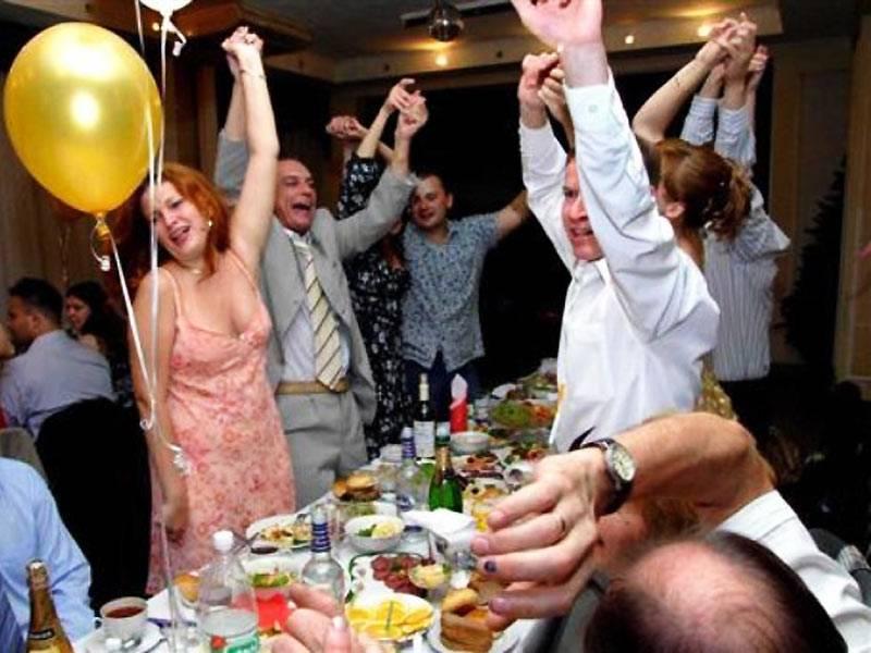 Почему кричат «горько!» на свадьбе?