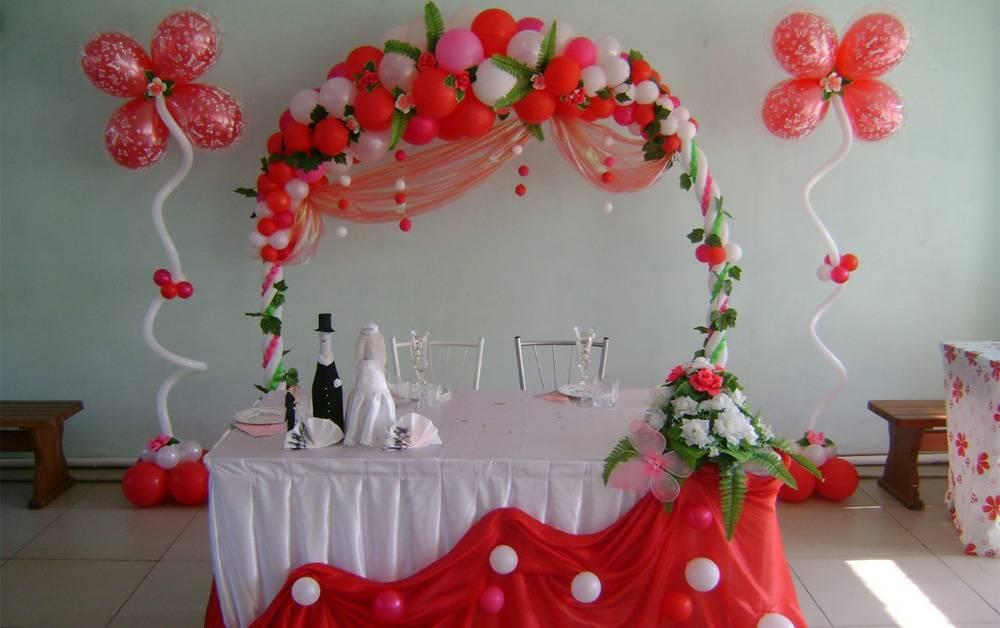 Как недорого оформить зал на свадьбу самостоятельно или при помощи декораторов?