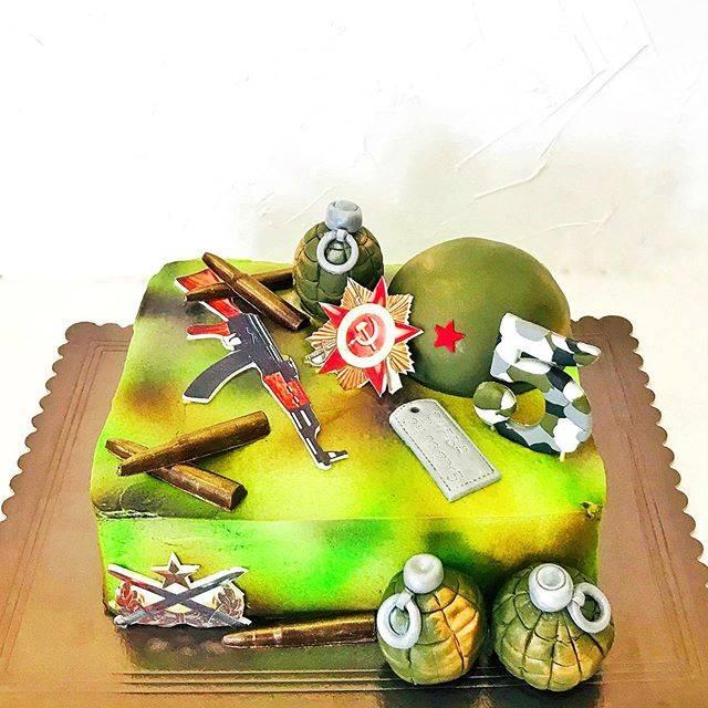 Свадебный торт с цветами (35 фото): украшение белого торта синими и красными цветами из мастики и фруктами на свадьбу