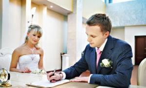 Быстро и не затратно: как проходит регистрация брака без торжественной церемонии и в чем ее преимущества?