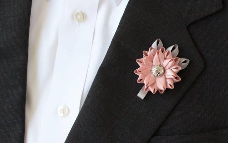 Бутоньерка жениха или карманный платок?
