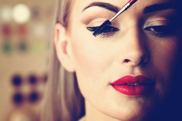 Топ-10 идей макияжа весна-лето 2020-2021 года: модный мейкап в разных стилях — фото