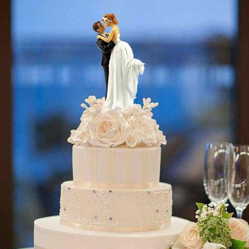 Красный свадебный торт — необычные конструкции лучших тортов + 66 фото