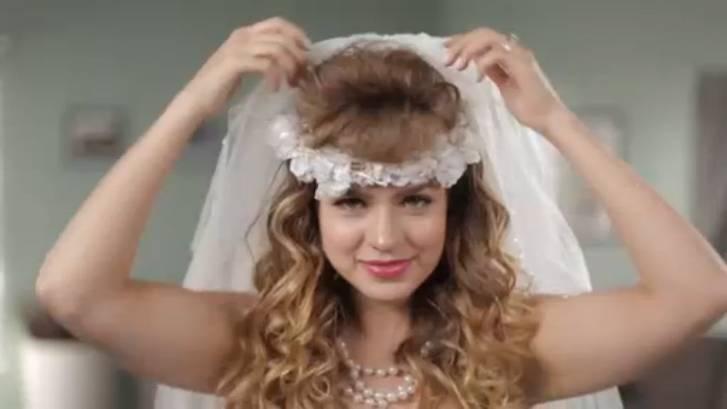 Прически с диадемой на длинные, средние, короткие волосы (пошаговые фото, видео)   женский журнал читать онлайн: стильные стрижки, новинки в мире моды, советы по уходу