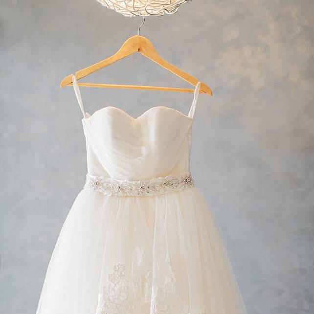 Как постирать свадебное платье в домашних условиях: проверенные способы