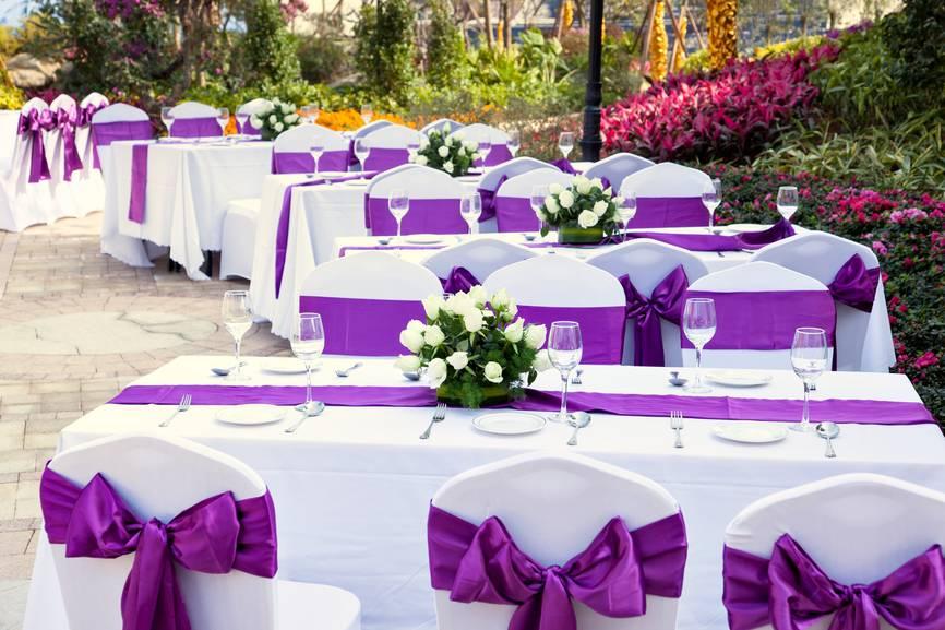 Варианты рассадки гостей на свадьбе: советы молодожёнам