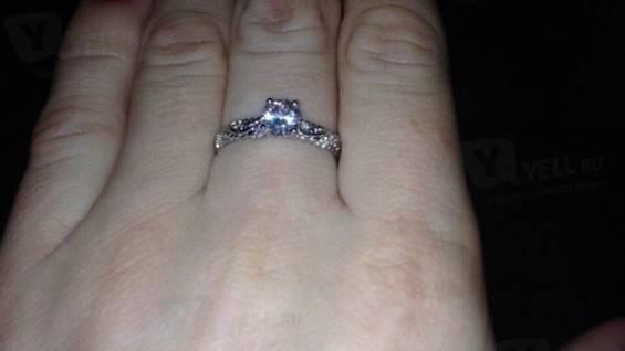 Как носить помолвочное и обручальное кольцо вместе
