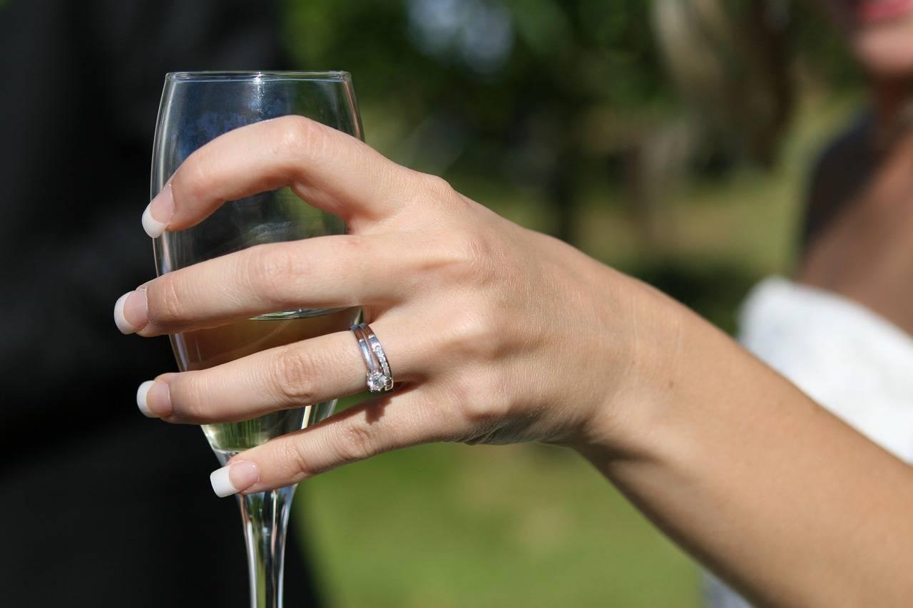 Как рассчитать количество алкогольных напитков на свадьбу?