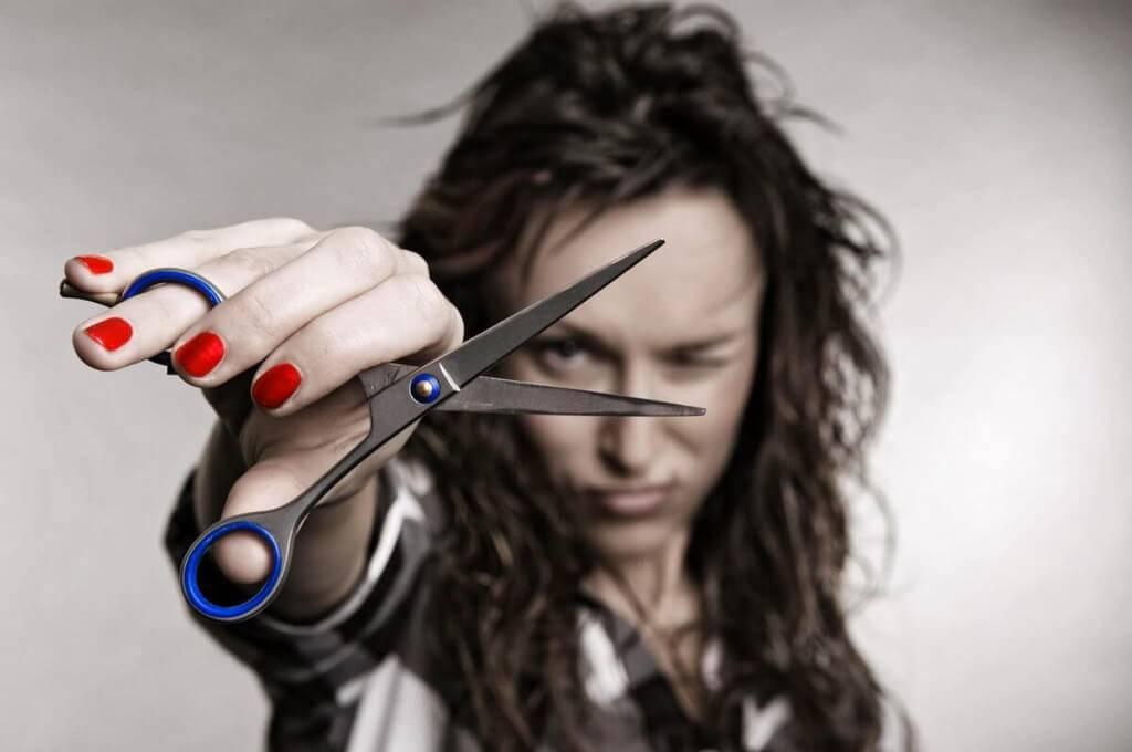 Приметы о том, кому и в каких случаях нельзя стричь волосы