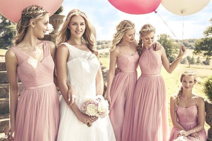 Подружки невесты — подбор идентичных или похожих нарядов: 55 фото-идей