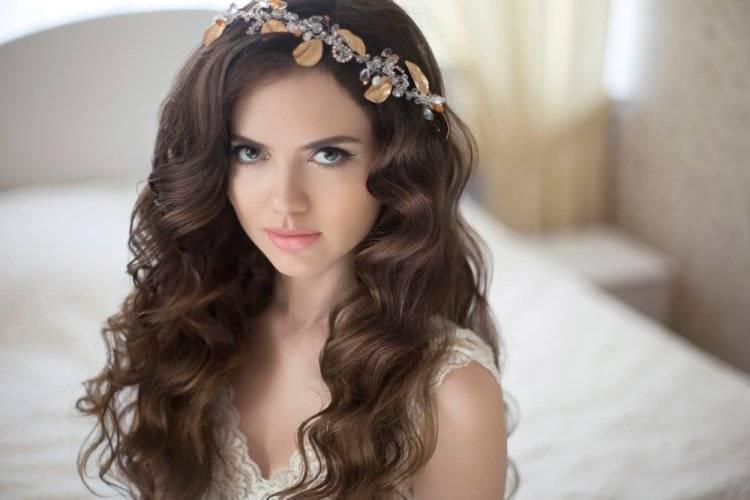 Свадебные прически с диадемой – лучшие идеи на длинные, средние и короткие волосы