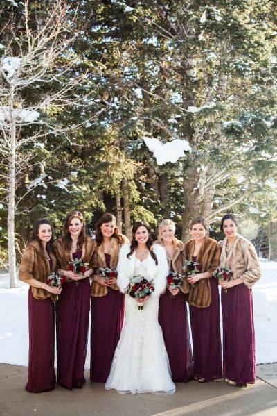 Одинаковые платья для подружек невесты: фасоны, цвет и фото нарядов, советы по выбору
