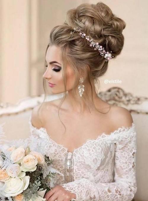 Свадебная прическа пучок с фатой (62 фото): как сделать низкий или высокий пучок с диадемой на свадьбу для невесты?