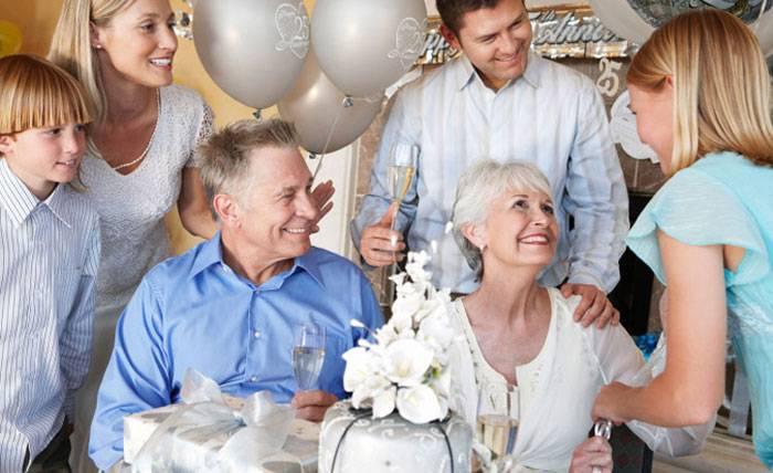 12 лет со свадьбы: какая свадьба и что подарить?