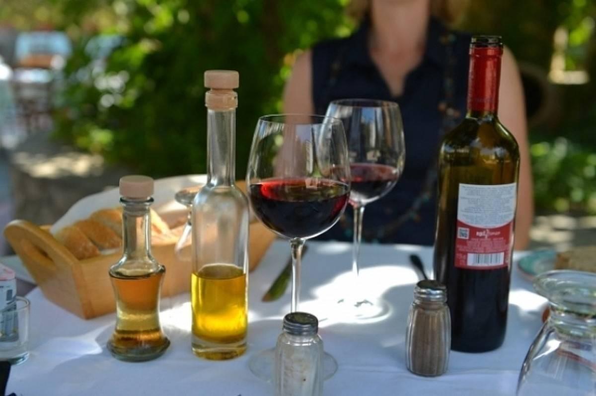 Как выбрать вино на свадьбу?
