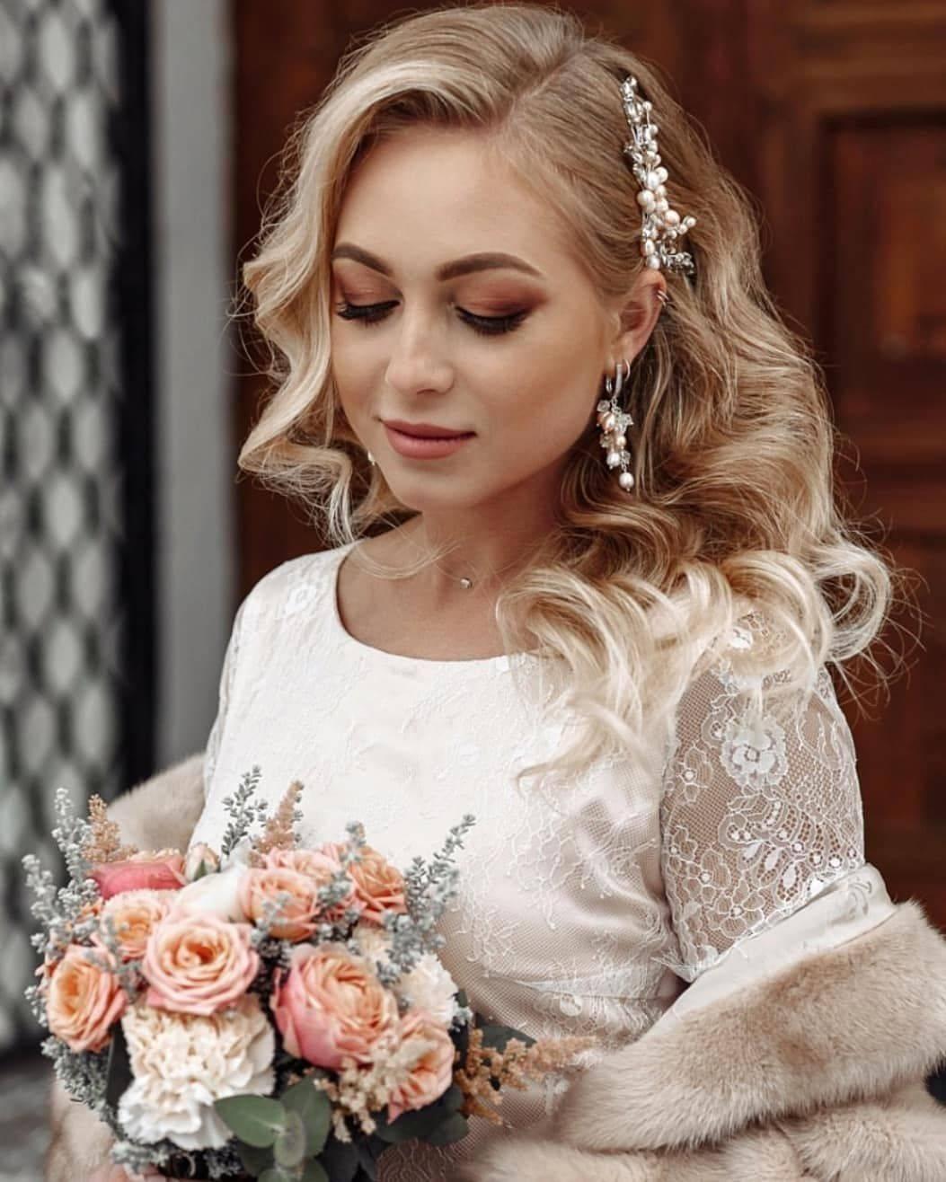 Завитые волосы: классика образа невесты